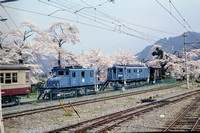 JMT19438 - Japan Chichibu   Deki1 at Mitsumineguchi - 12-04-1998 - With ED381 amongst cherry blossom  - Builder West 1922  - John Tolson