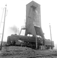 9F UNDER COALING TOWER BIRKENHEAD SHED KN887