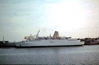 GHT632 - UK    at Harwich - 21-09-1975 - From ferry hoek van Holland - Harwich, 'K.Juliana'. Ferry 'DanaRegina' setting sail.  - G.H.Taylor