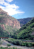 JMT6485 - Mexico FNM   at Horseshoe curve - 18-11-1993 - From train on 07.00 Los Mochis to Chihuahua.  - John Tolson