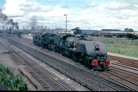 BW2901 - Rhodesia RR Class 15th, 395 at Westgate (Bulawayo) - 07-11-1978 - Leads 16A 628 passing light engine  - Builder BP 7336-1950  - Brian Walker